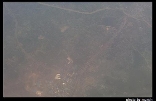 從空中看蘭州的霧霾。