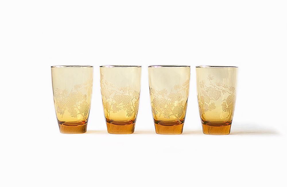 Four Vintage Amber and Pinecones Drinking Glasses