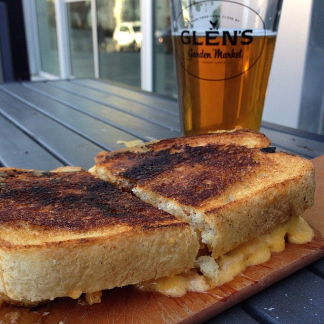 Grilled cheese and beer at Glen's Garden Market #errandonnee 10