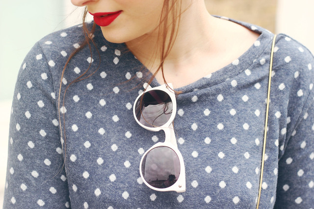 Urban Outfitters Spot Sweatshirt White Sunglasses Sixties Style