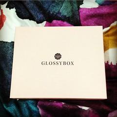 It\'s like Christmas every month!!!!! #glossybox #goodies #makeupmakeupmakeup Glossy Box tests et avis sur la box