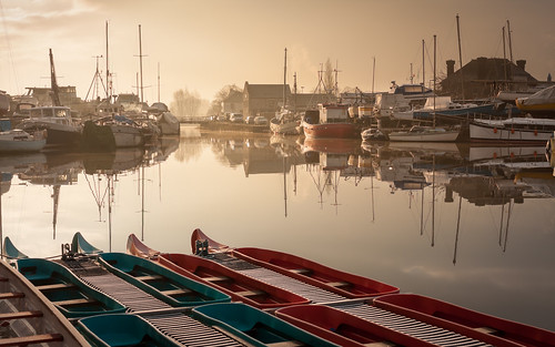 morning winter mist reflection water sunrise mirror boat canal frost calm exeter daybreak