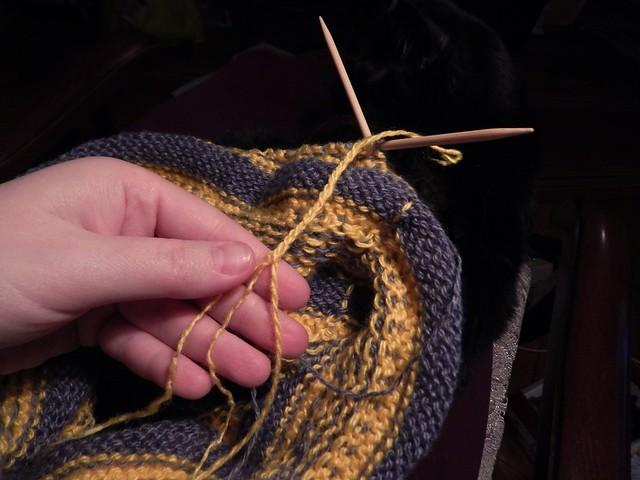 метод соединения нитей при вязании - косичкой, прочный и незаметный | horoshogromko.ru