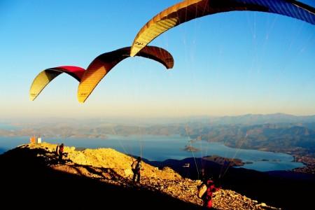 Nechoďte s dívkou, která létá, nebo létala na paraglidu...