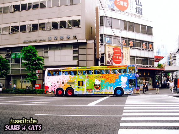 hello kitty bus in japan