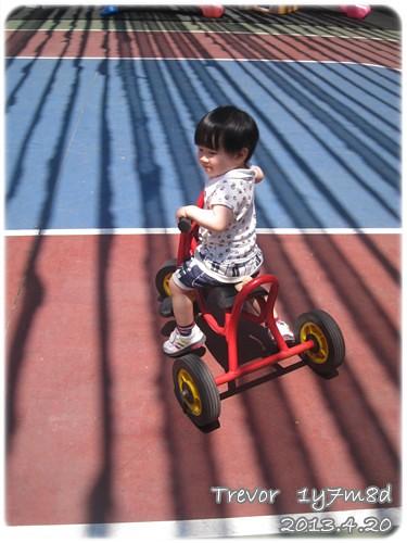 130420-小人也騎三輪車
