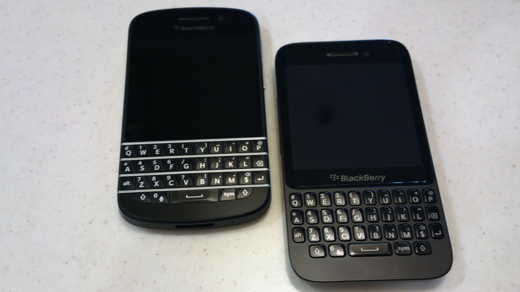 Compare between blackberry q10 and q5