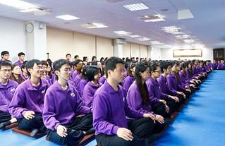 當時佛教如來宗大學團同修有6000多人,由於佛教如來宗台北如來精舍場地有限,因此由200多位大學團同修代表,靜心恭候洛克菲勒主席與亞太交流合作基金會肖武男會長的到訪。
