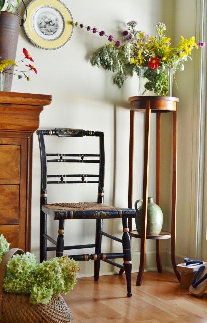 black hitchcock chair
