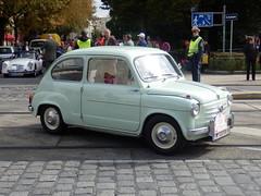 compact car(0.0), automobile(1.0), vehicle(1.0), fiat 600(1.0), seat 600(1.0), city car(1.0), zastava 750(1.0), antique car(1.0), land vehicle(1.0),