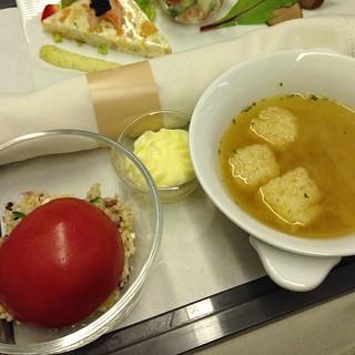 洋食 〜街の洋食屋さん〜 ギリシャ風 フェタチーズとトマトのサラダ オニオンソテーのコンソメスープ