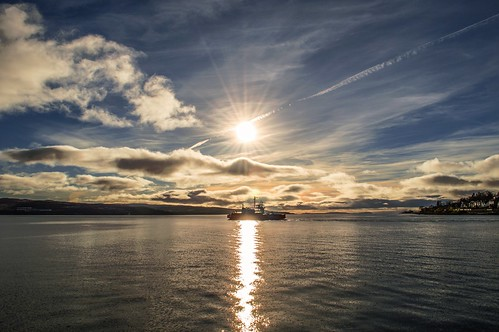 uk light sea sky sun sunlight seascape nature water clouds reflections landscape geotagged scotland daylight scenery day colours view cloudy argyll scenic dramatic peaceful bluesky escocia calm naturalbeauty gourock cloudscape schottland sunflare dunoon ecosse scozia nikond3200 huntersquay sunbust mcinroyspoint 2013 westernferries firthoftheclyde