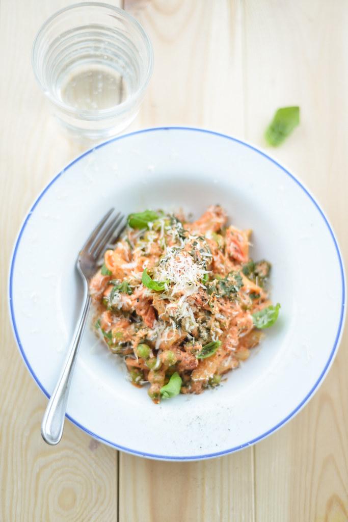 tomat-toorjuustukastmes pasta herneste ja spinatiga1