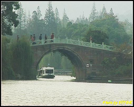 杭州 西湖 (其他景點) - 212 (從白堤上的孤山旁望向西湖十景之 蘇堤 上的誇虹橋)