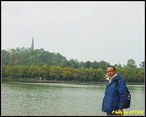 杭州 西湖 (其他景點) - 141 (從白堤上望向北裡湖及杭州地標 保淑塔)