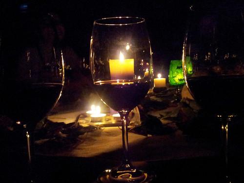 Morales de Toro (Zamora) | Museo del Vino | Mesa dispuesta para la cata entre tinieblas