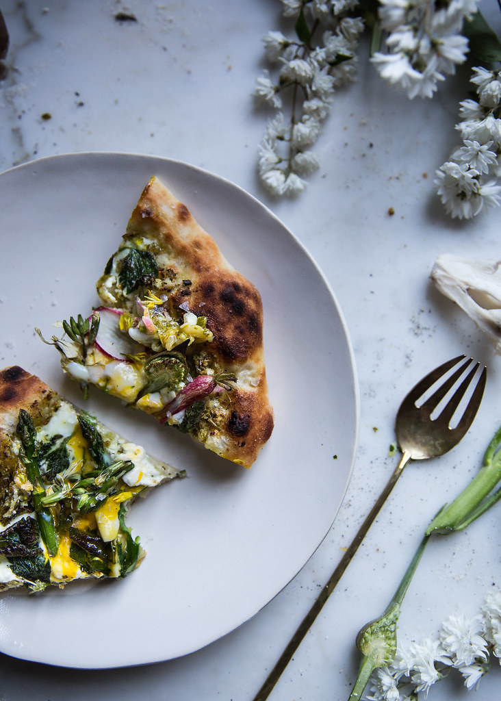 A homemade flatbread recipe topped with ricotta, asparagus and a quick garlic scape pesto on Local Milk blog.