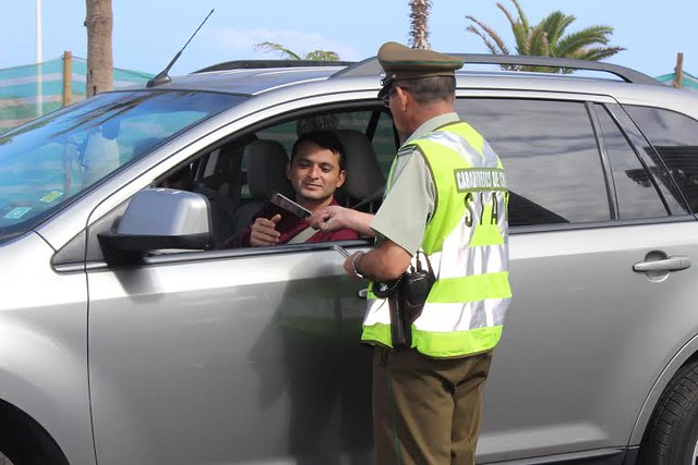 Carabineros alerta el peligro que significa utilizar el teléfono móvil estando al volante