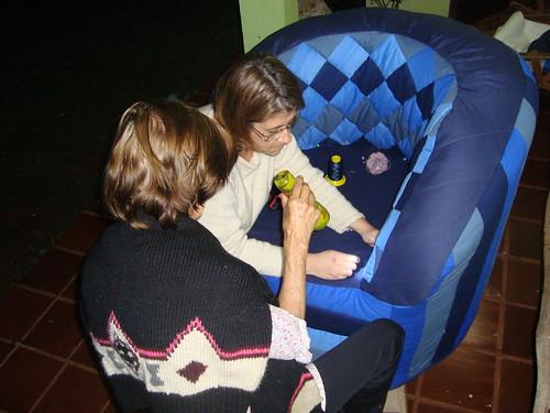 Eu e a Verinha fazendo os trabalhos a mão by Maringá Patchwork by Ruth Urbinati