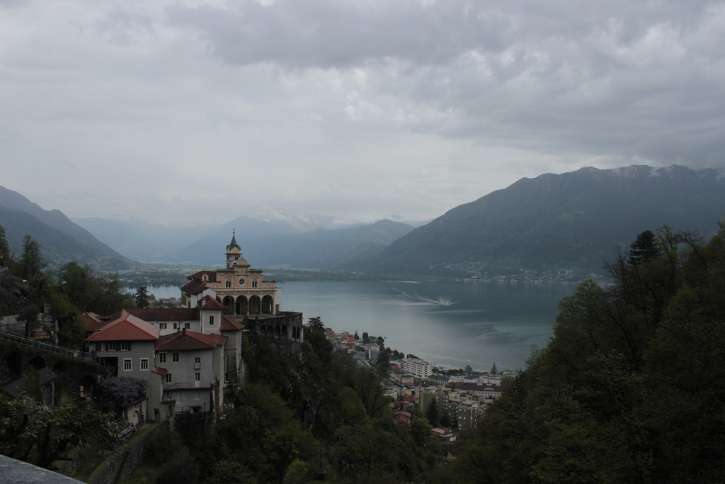 Vista del lago desde la ciudad. Autor, Fritztram