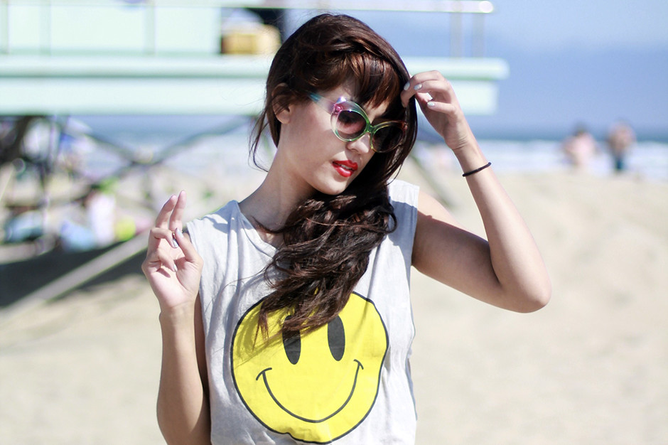 Tarte Vintage Happy High backless twist tee, Motel high waist leopard zip hot shorts, rainbow cat eye sunglasses