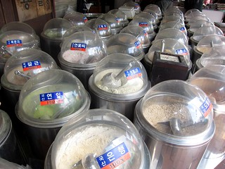 Powders at a traditional market