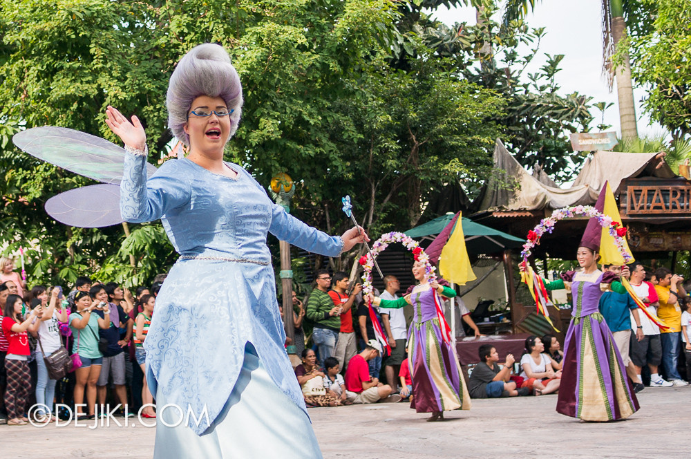 Universal Studios Singapore - Hollywood Dreams Parade - Far Far Away - Fairy Godmother