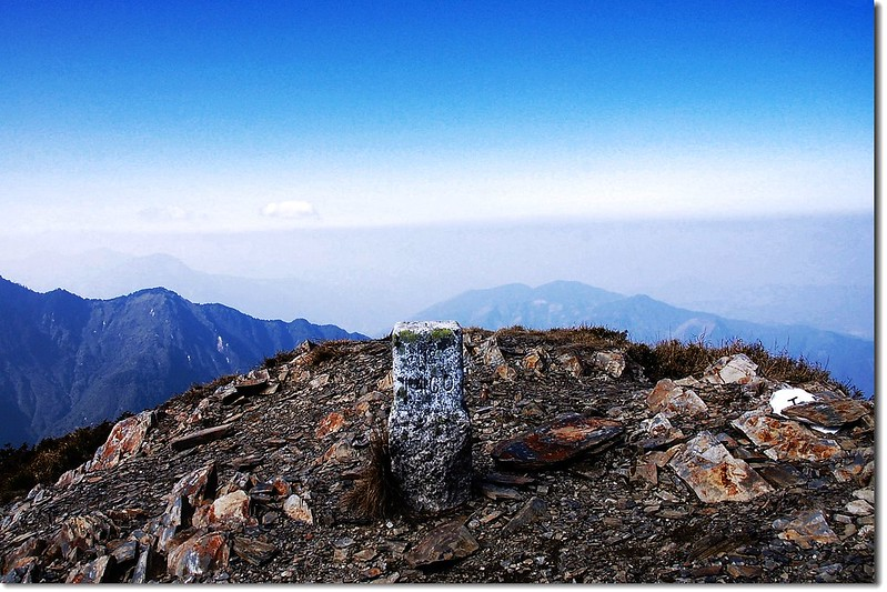 干卓萬山二等三角點(# 1460 Elev. 3284 m) 1