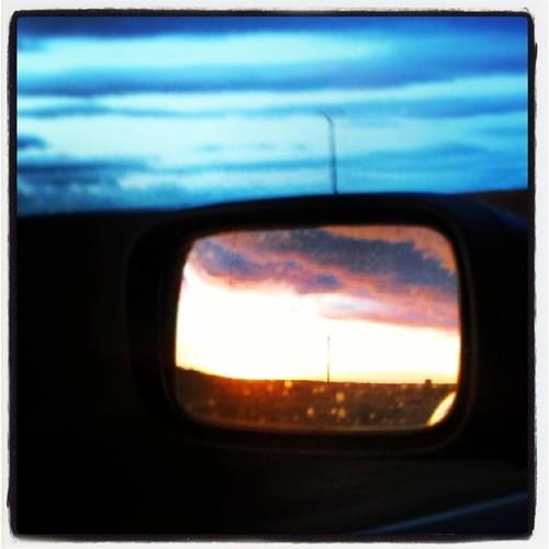 Puesta de sol en el retrovisor :-)