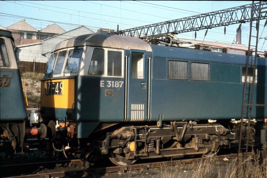 019 Class AL6 or 86 E3187 at Exhibition Jcn holding sdg Nov 65
