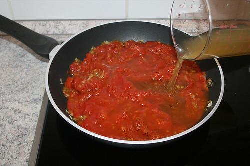 24 - Gemüsebrühe dazu geben / Add vegetable stock