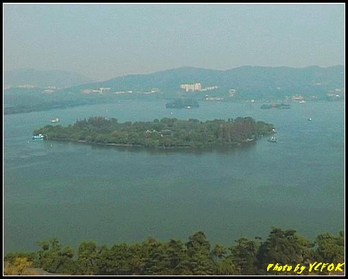 杭州 西湖 (其他景點) - 338 (從西湖十景之 雷峰塔上看 西湖的小瀛洲 上面的小島是阮公墩 右上面的小島是湖心亭)