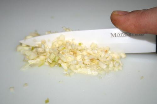 14 - Knoblauch zerkleinern / Mince garlic