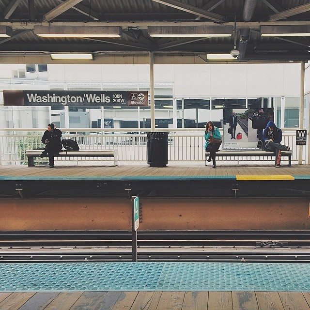 Waiting for the pink line. #flickr10 {#vscocam #vsco #igerschicago #chicago}