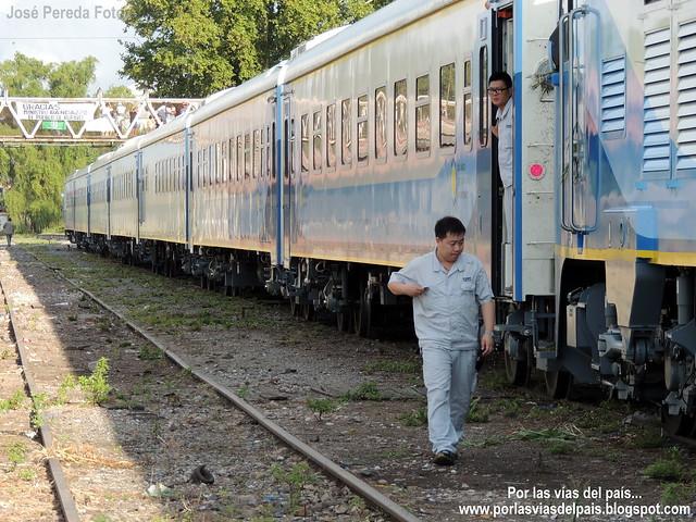 Tren de pasajeros ingresando a Rufino.