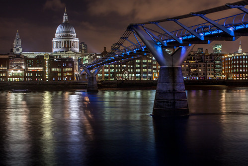 London Millenium Bridge Tate Modern Museum Saint Paul's Cathedral Tamise River Night Explore Image Picture Long pose