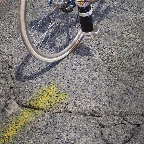 凸凹を計測して、たまにプシューとかやるらしい自転車。