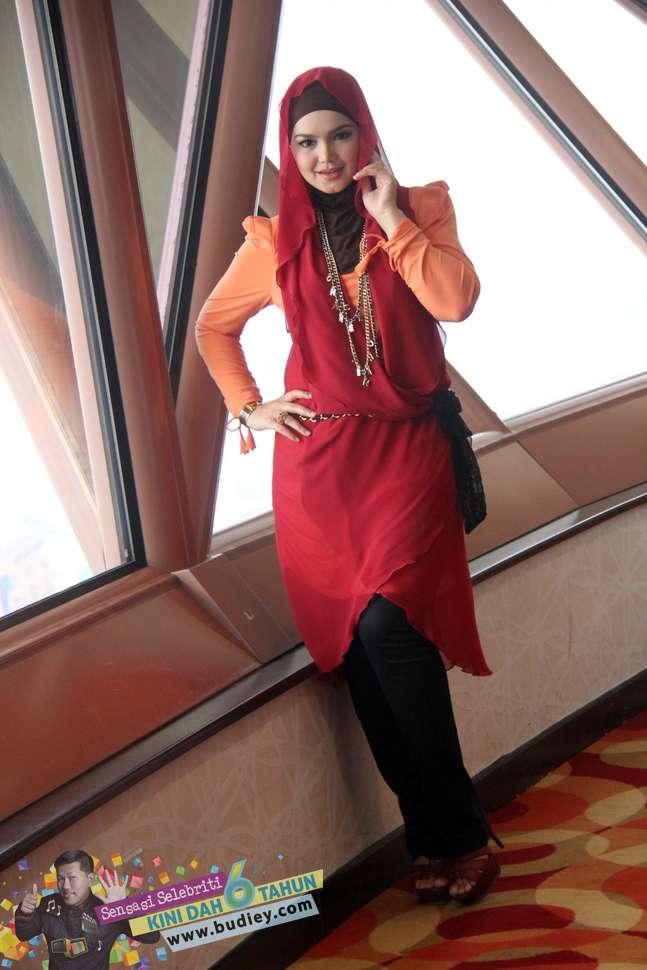 Gambar Siti Nurhaliza di Pelancaran Muzik Video Lagu Galau