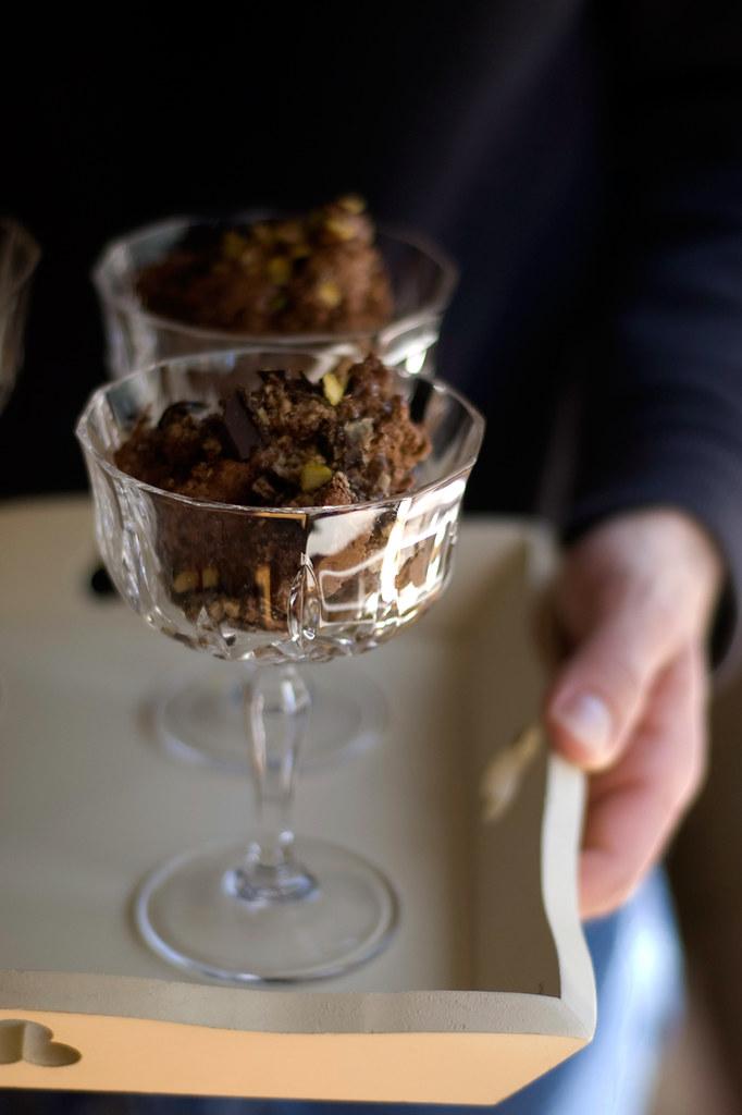 Mousse de chocolate, com azeite e pistácios