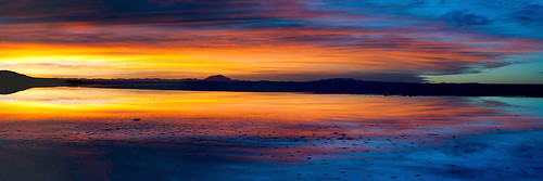 travel blue light sunset red wallpaper sky orange white mountain lake color reflection tourism nature water colors beautiful yellow clouds america sunrise painting de landscape amazing colorful desert bright image alba outdoor background empty south horizon ngc salt atmosphere bolivia surface an unesco adventure almost tones picturesque acqua riflessi salar altiplano blend uyuni altipiano