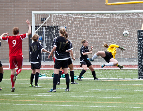 Courtney Daly scores for Heat against Peninsula Islanders (May 26, 2013 Allen Douglas)