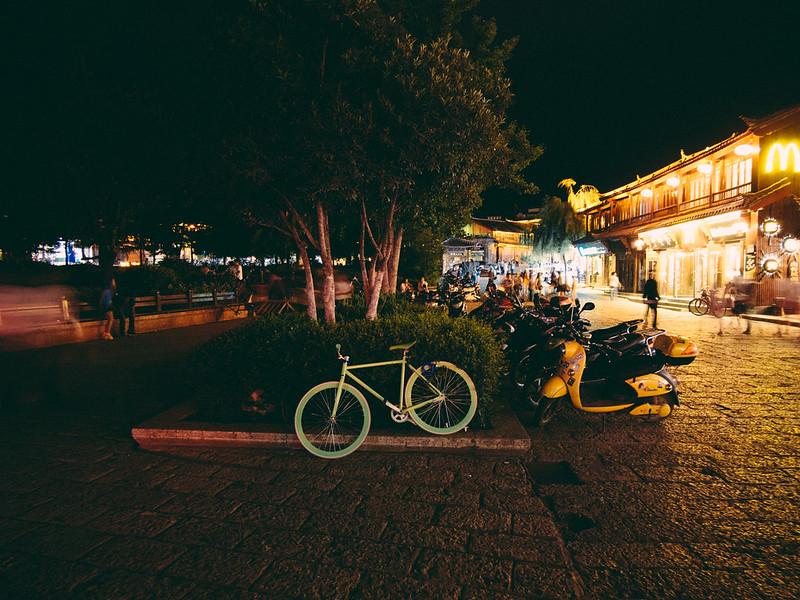綠。Green 【外地遊記】<br>當單車在夜裡的麗江古城時... 【外地遊記】當單車在夜裡的麗江古城時… 9341091347 f4f60fab06 c