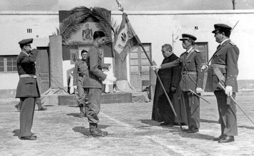 El rector Farrès i Poch durant una jura de bandera a l'aeroport