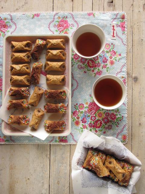 Cannoli Mignon con Fudge al Burro Salato e Aria di Mandorla