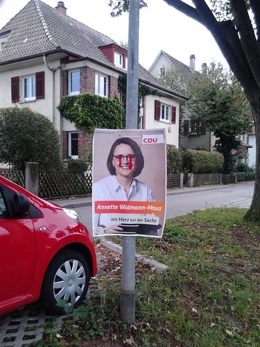 Verunstaltetes Wahlplakat