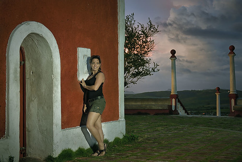 Laura en Holguin Strobist by Rey Cuba