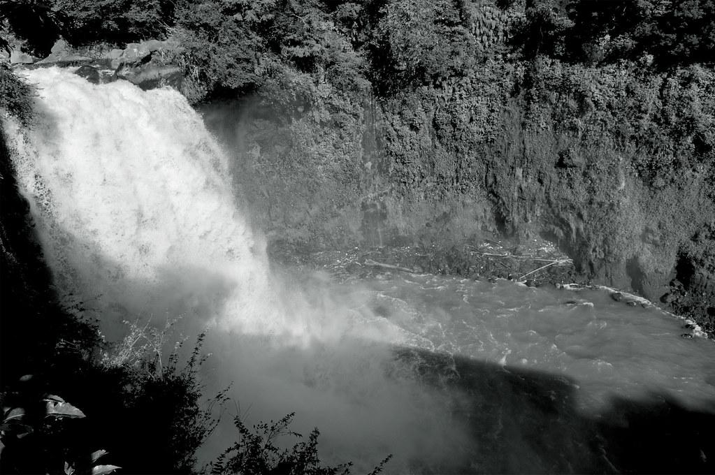 音止(おとどめ)の滝|静岡県富士宮市