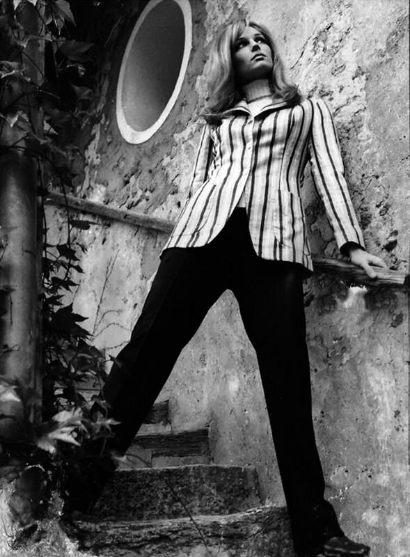 Manteau-tartan-double-boutonnage-1966 DR Archives Renoma.jpg
