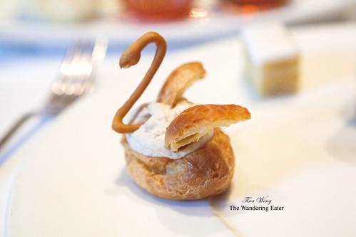 Pâte à choux swan with espresso Chantilly cream