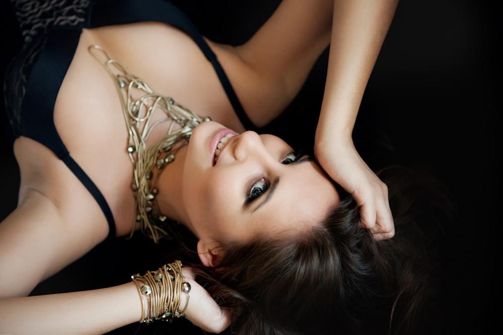 Фотосессия девушки, будуарная фотосессия девушки, фотосессия в нижнем белье, фото в студии, студийная профессиональная фотография, профессиональный фотограф, Фотограф ГОА, фотосессии Индия